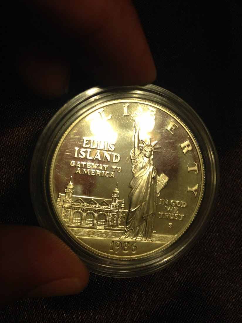 1986 Ellis Island Sterling Coin .925 Pure Silver !
