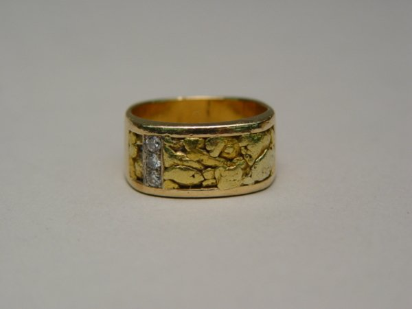 1010: Gent's 14k Gold Diamond Ring