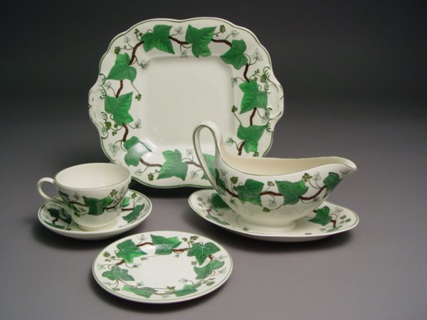 1009: Wedgwood Partial Dinner Service Napoleon Ivy Pat