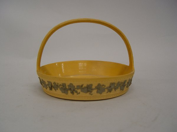 25: Wedgwood pale yellow basket with grey lea