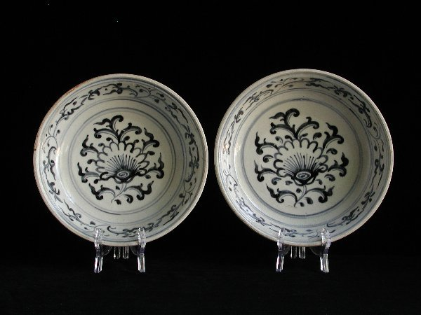"""21: """"Two Vietnamese Porcelain Dishes 15th/16t"""