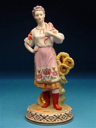"""Dulevo USSR Porcelain Figurine, depictin"