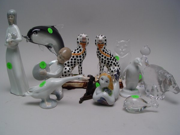 1106: Collection of Porcelain, Glass & Bronze