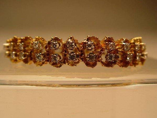 2005: 18k Gold & Diamond Bangle Bracelet