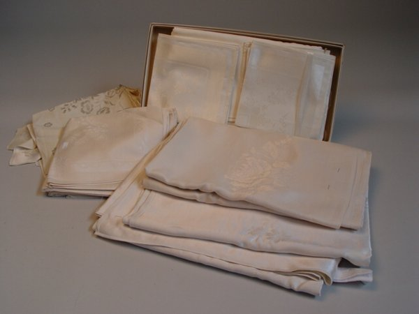 1025: Assortment of Damask Table Linens