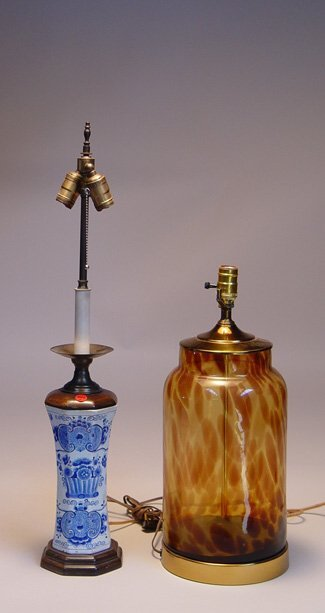1002: Delft Pottery Table Lamp