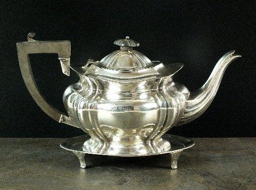 An Edwardian silver teapot, William Aitken, Birmingham