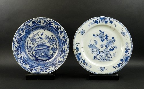Two Chinese blue and white porcelain chargers, 18/19th
