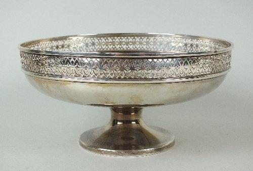 A pedestal silver bowl, Walker & Hall, Sheffield 1928,