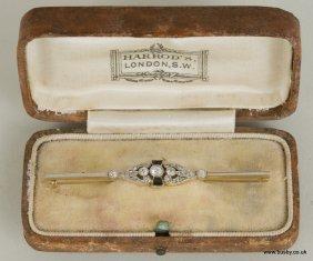 A diamond and beryl set Art Deco bar brooch 4.2g,