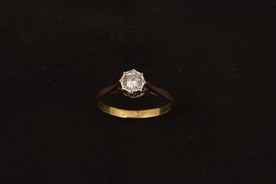 An 18ct gold single stone diamond ring, approximately