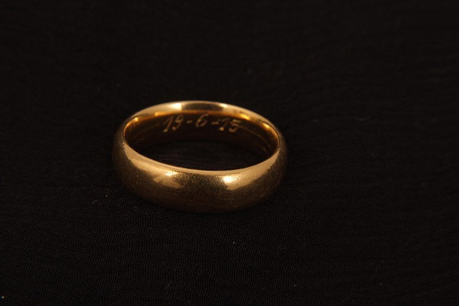 A 22ct gold wedding ring, 7.8 gms.