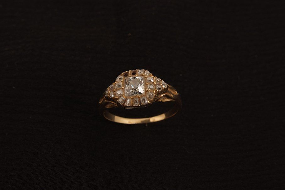 A Victorian gold diamond set cluster ring, the central