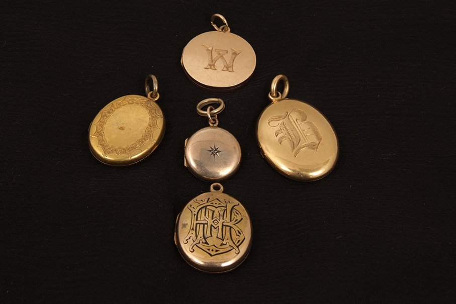 Five various lockets, including a 15ct gold circular