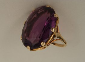 An 18ct single stone amethyst ring, the amethyst 2.5 cm