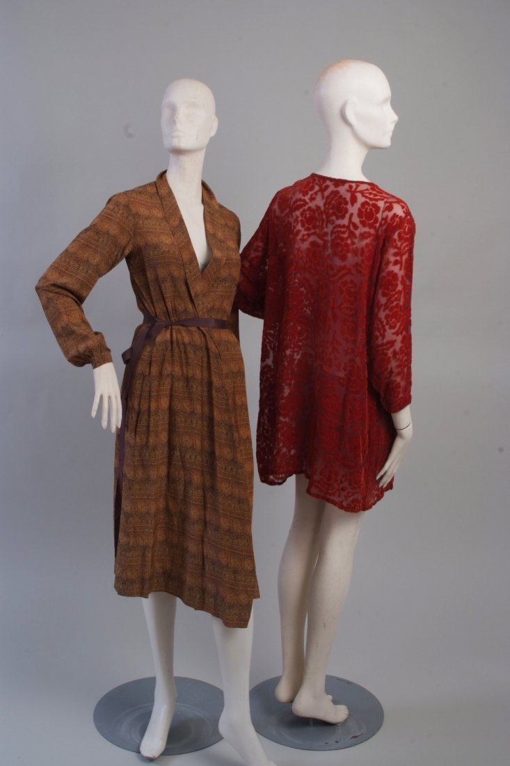 A 1960's House Coat.  Brown printed dressing gown/house