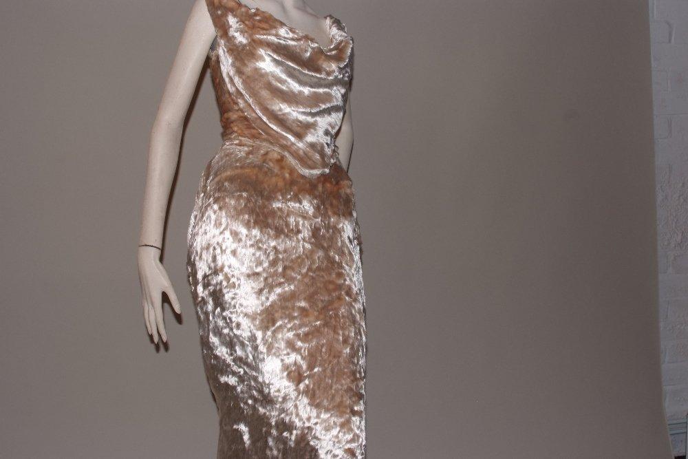 A 1997  haute couture Vivienne Westwood Wedding Dress. - 4