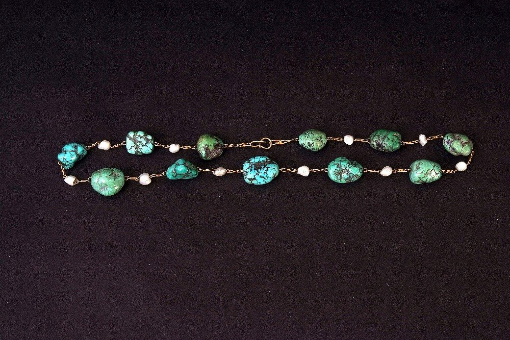 A Victorian gold alternating turquoise and baroque