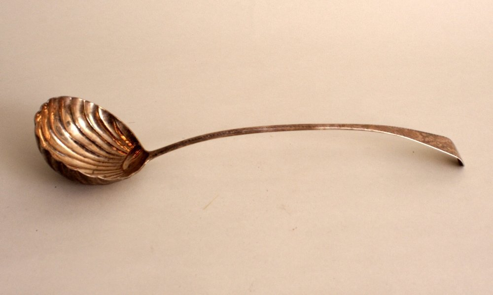A George III silver ladle, by Thomas Wallis II, London