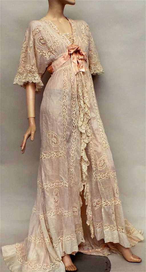 An Early 1900s Silk And Lace Negligee A Beautiful