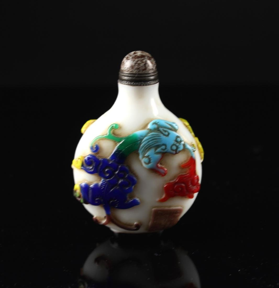 Five-coloured Single Overlay on White Glass Snuff Qing