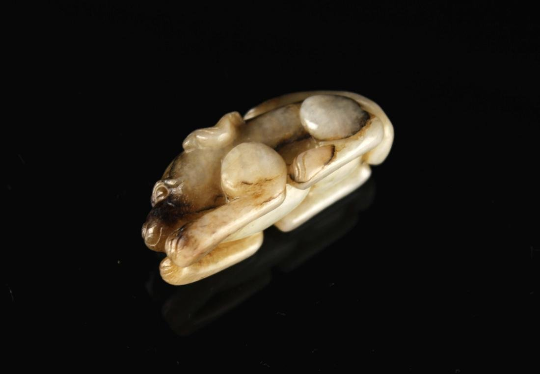 Dyed Jade Carved with a Dog Pendant Ming Dynasty Period - 5
