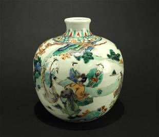 Wu-cai Story Pattern Vase Late of Qing Dynasty