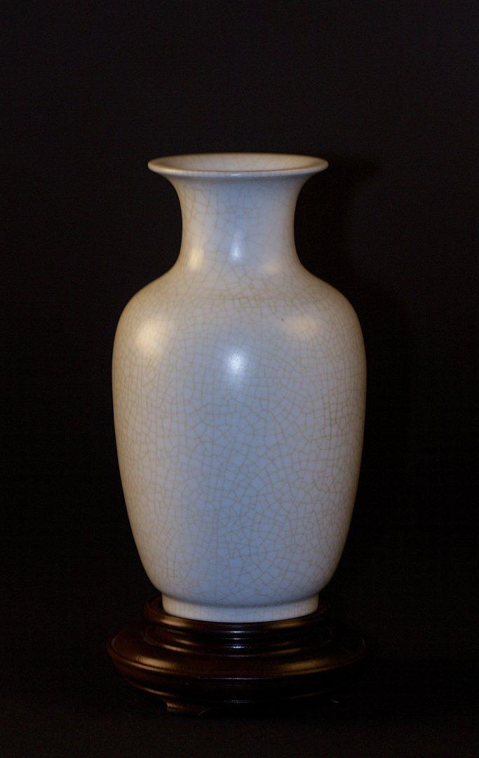 White Glaze Vase, Yongzheng Mark, Republican Period