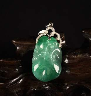 High Quality Jadeit Carved with a Monkey and Peach
