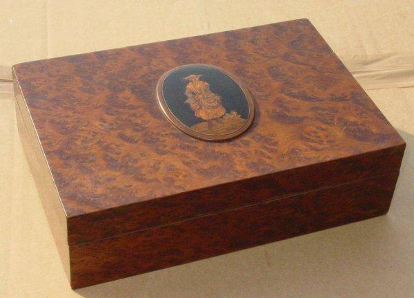 1009: burled wood jewelry box, antique