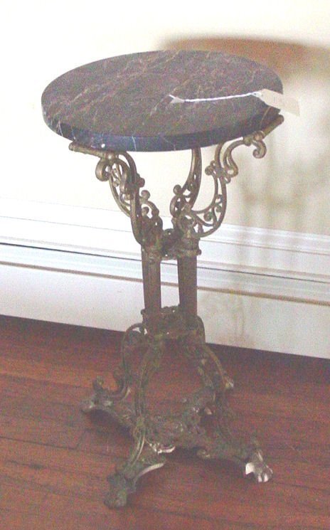 1013: Victorian marble top lamp stand