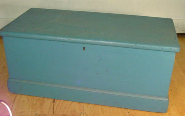 1021: 19th c. sea chest
