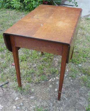 Hepplewhite dropleaf Pembroke table