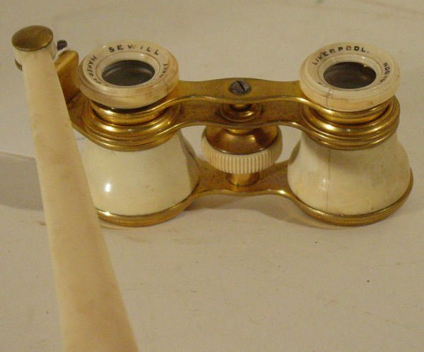 45: Sewill opera glasses with focus arm