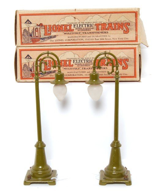 803: Two nice Lionel 59 lamp posts in boxes