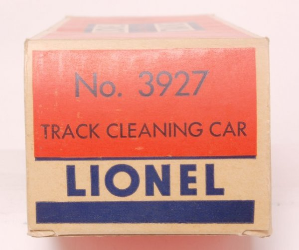 810: Nice Lionel 3927 track clean car in original box