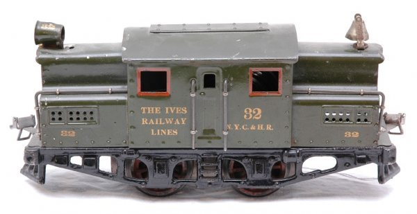 2704: Ives 32 Electric Green Windup Loco NYC HR
