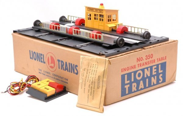 2713: Lionel 350 Engine Transfer Table Boxed