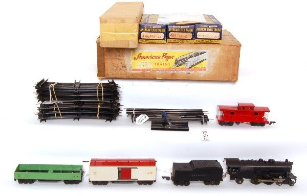 1022: Tough POSTWAR American Flyer O gauge boxed