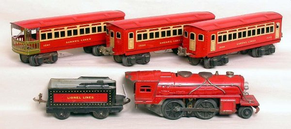 8: Lionel prewar red passenger 0 gauge set