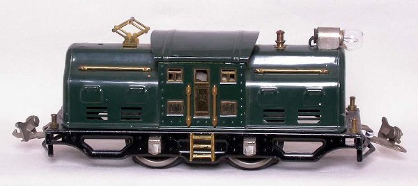 16: Lionel prewar 250 dark green locomotive