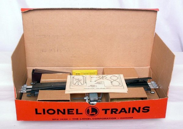 316: Mint Lionel 375 operating turntable in OB