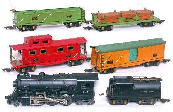 317: American Flyer prewar 425 steam freight set in OB