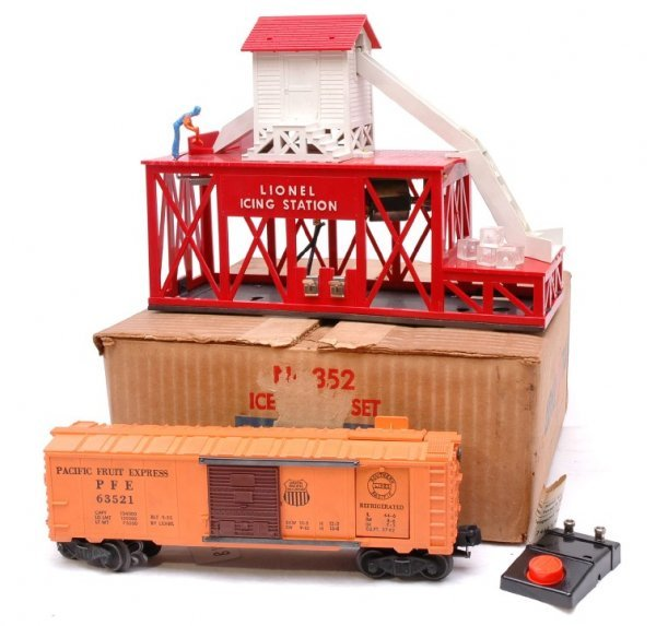 2618: Lionel 352 Ice Depot Set Boxed