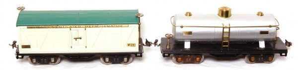 1014: Two Lionel No. 514 and No. 515 freight cars