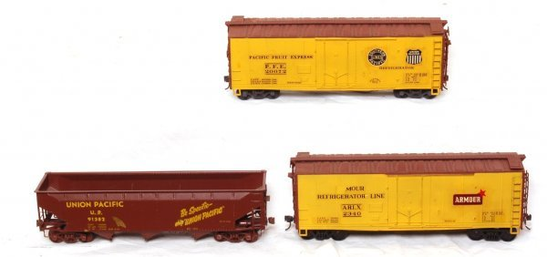 1019: Two Atlas Armour reefers and one brass gondola