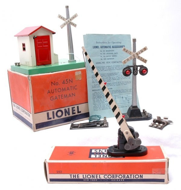 1002: Lionel 45N Gateman 252 Gate Boxed 154 Highway