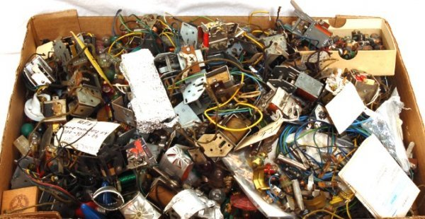 3310: Massive lot of American Flyer tiny S parts/pieces