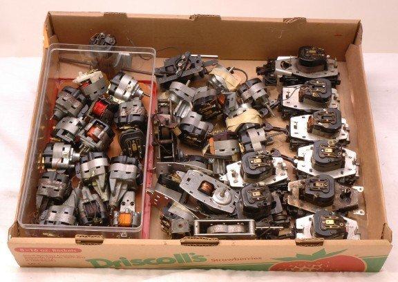 2463: Lionel Postwar Large Selection of Motors