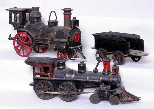 280: Mystery floor trains, die-cast engines, tender